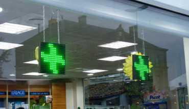 Croix LED vitrine installation